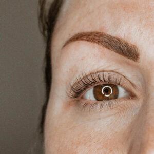 Ögonbrynstatuering i Göteborg